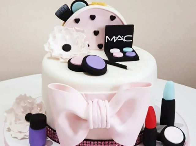 meakup cake