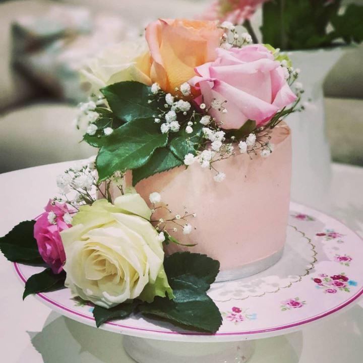 كيكه الورد مع الفستق الحلبي