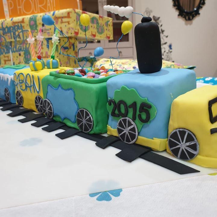 كيكة قطار عيد الميلاد